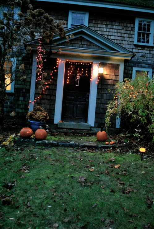 The house of no gables at Halloween